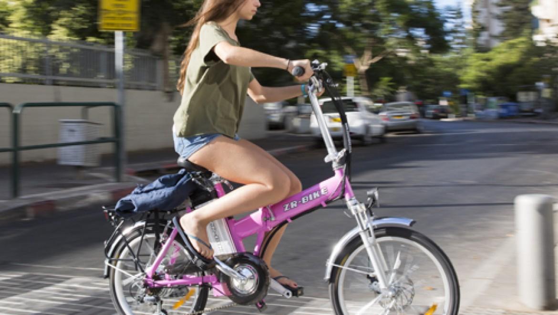 אופניים חשמליות ורודות
